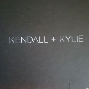 Kendall and Kylie black pumps size 9 Gloria